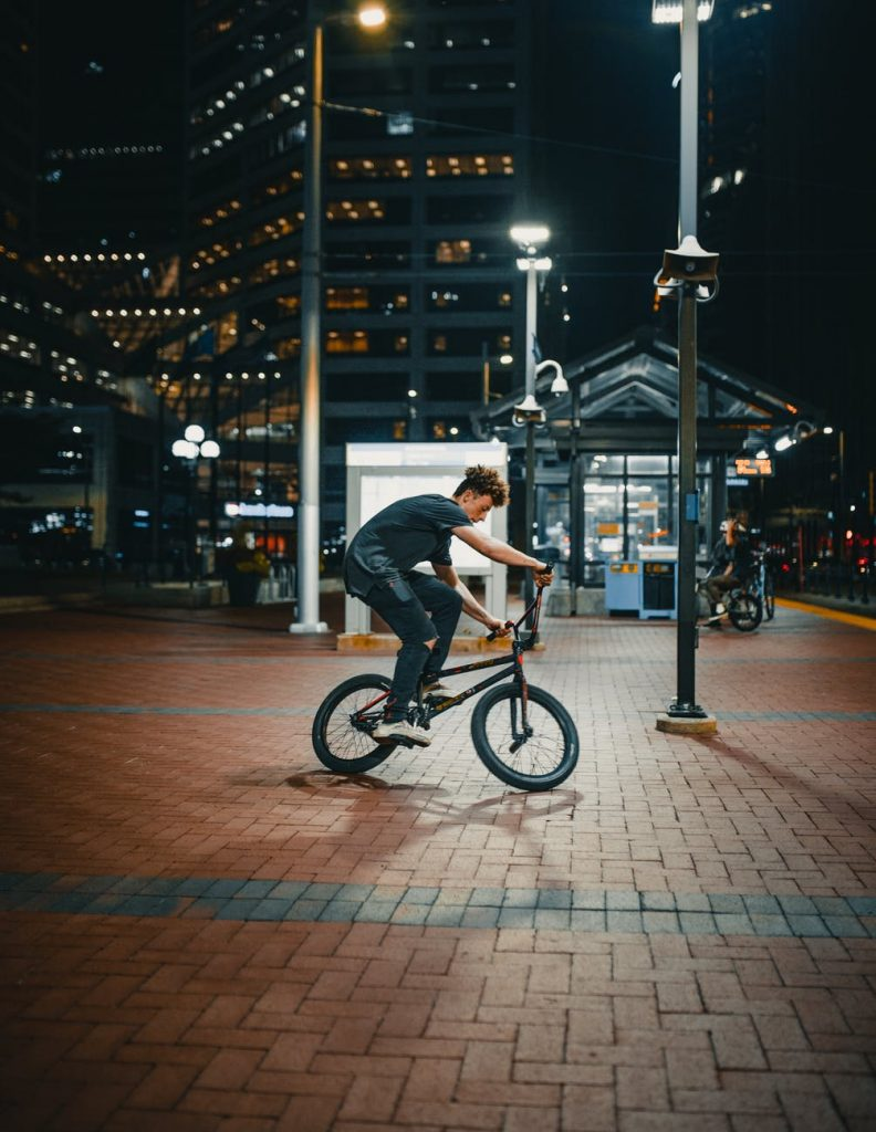 Przegląd przydatnych gadżetów dla osób lubiących ćwiczyć w nocy